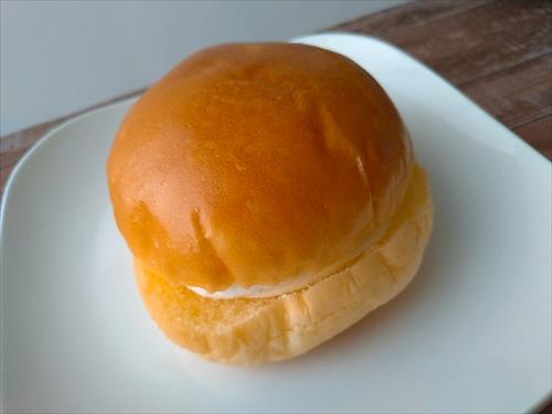 ヤマザキのマリトッツォ口コミ!サミット冷蔵版、スーパーで購入可能な常温版を実食比較!